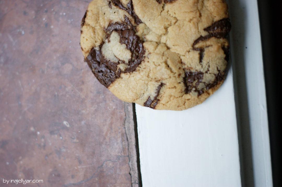 Schnelle Chocolate Chip Cookies mit Sesampaste