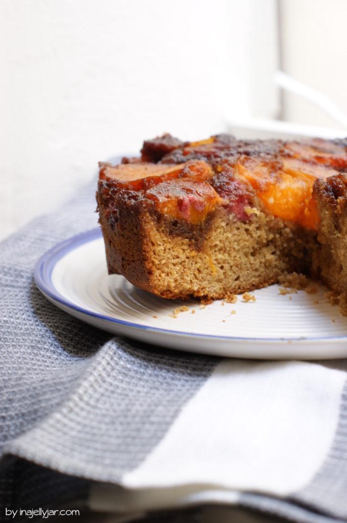 Rezept für Upside-Down-Marillenkuchen mit Himbeeren