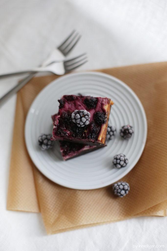 Rezept für Cheesecake-Brownies mit Brombeeren