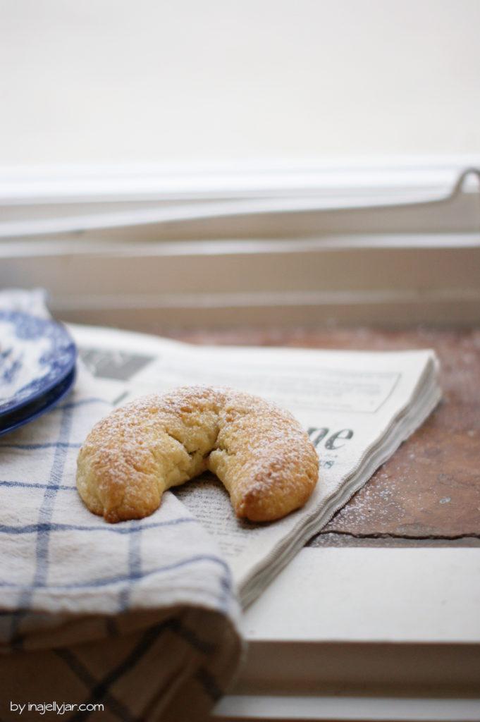 Mürbe Nussbeugerl mit Haselnüssen und Marzipan