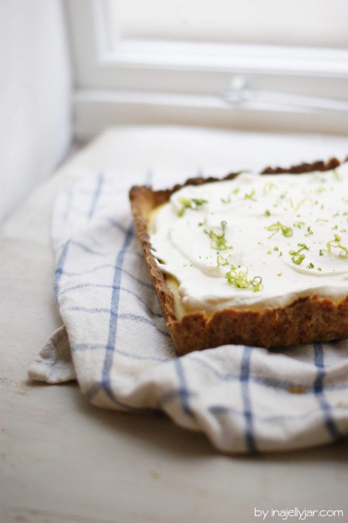 Raffiniert: Cremige Limettentarte mit braunem Butterboden