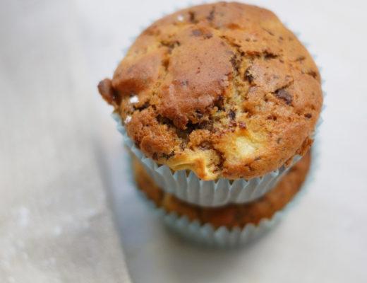 Stracciatella-Apfel-Muffins mit Schokoraspel