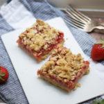 Super knusprige Erdbeer-Rhabarber-Schnitten