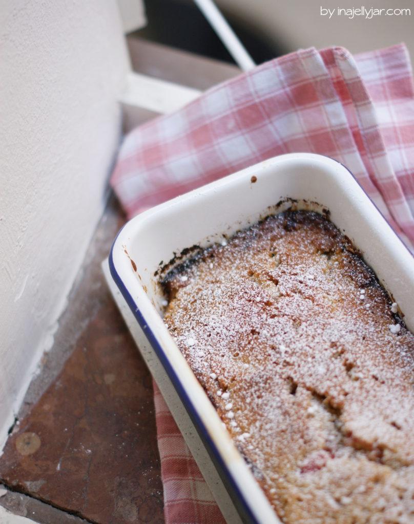 Einfaches Backrezept: Rhabarberkuchen mit Mandeln