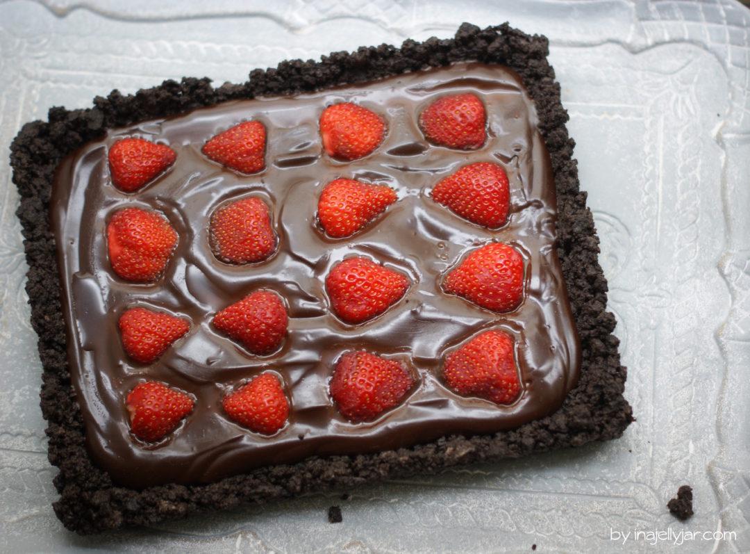 Schoko-Erdbeer-Tarte mit Oreoboden