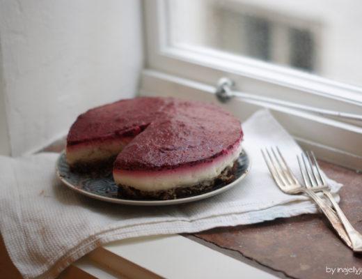 No-Bake-Torte mit Himbeerspiegel