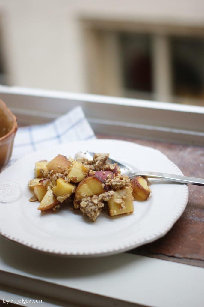 Pfirsich-Crumble mit Haferflocken und Kokosöl