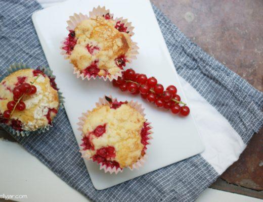 Ribiselmuffins mit Streuseln - perfekte Sommermuffins